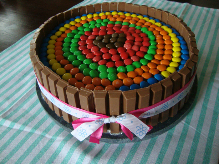 Regenboog Kit-Kat M&M taart