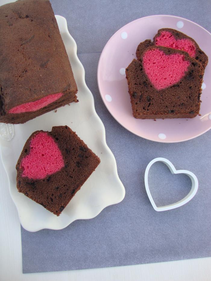 valentijns chocolade cake met roze hartje