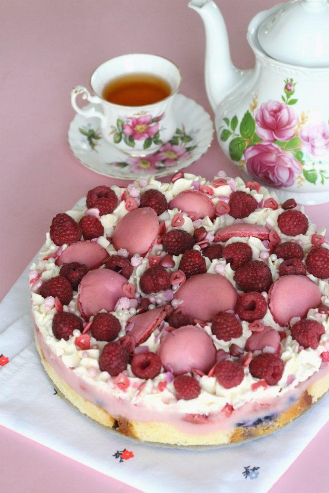 Trifle met rood fruit en macarons