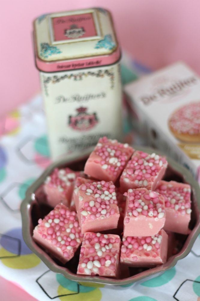 roze fudge met muisjes